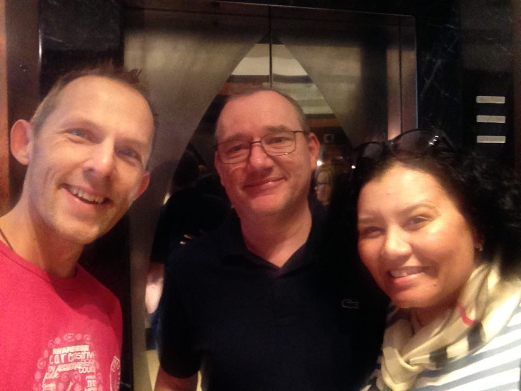 Bumped into avid readers of my blog, Jürgen and his wife from Australia/Tasmania! I feel honored!